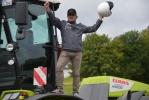 Трактор CLAAS проехал по одной из самых опасных трасс мира задним ходом